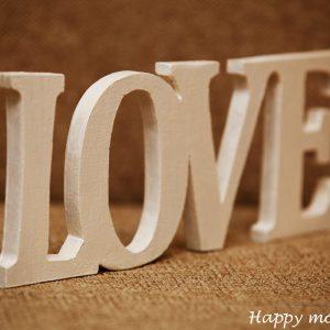 """Декоративная надпись """"Love"""""""