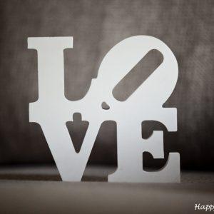 "Белая надпись ""LOVE"""