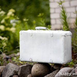 Белый чемодан